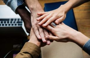4 Hands Huddle